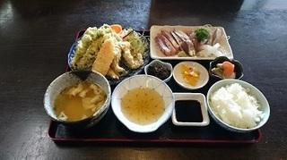 イザリCafe料理(おばちゃんたちの伊座利御前).jpg